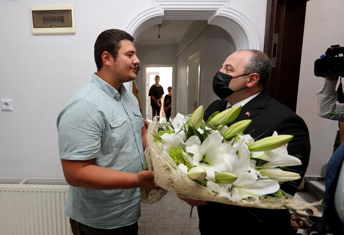 Mustafa Varank tan saldırıya uğrayan İHA muhabirine ziyaret #1