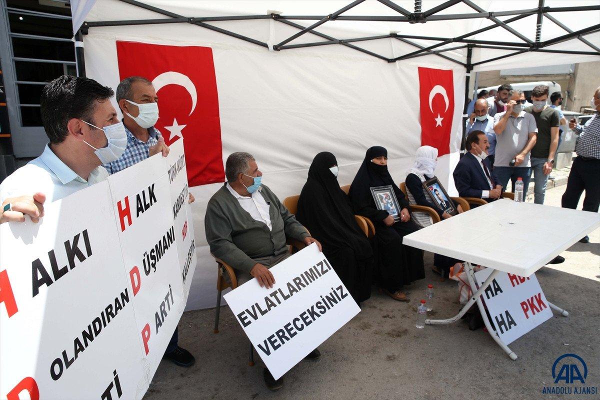 Muş ta çocukları dağa kaçırılan ailelerden HDP binası önünde eylem #6