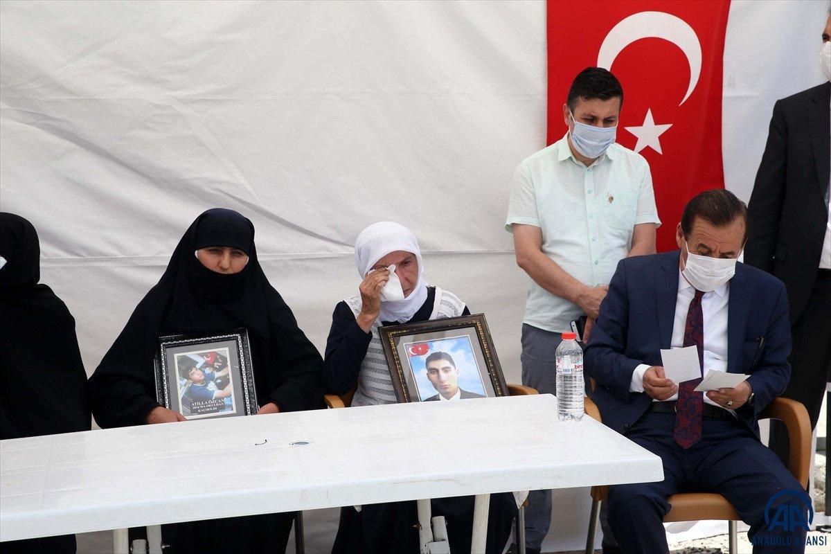 Muş ta çocukları dağa kaçırılan ailelerden HDP binası önünde eylem #4