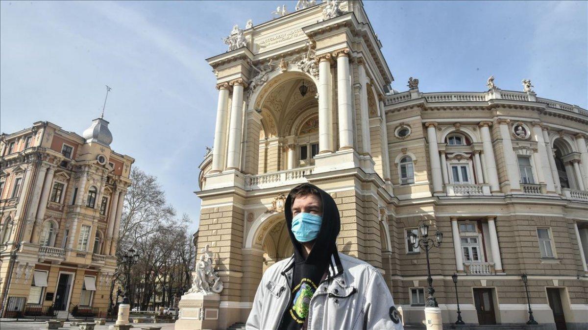 Ukrayna 4 ülkenin vatandaşlarına PCR testi zorunluluğu getirdi #2