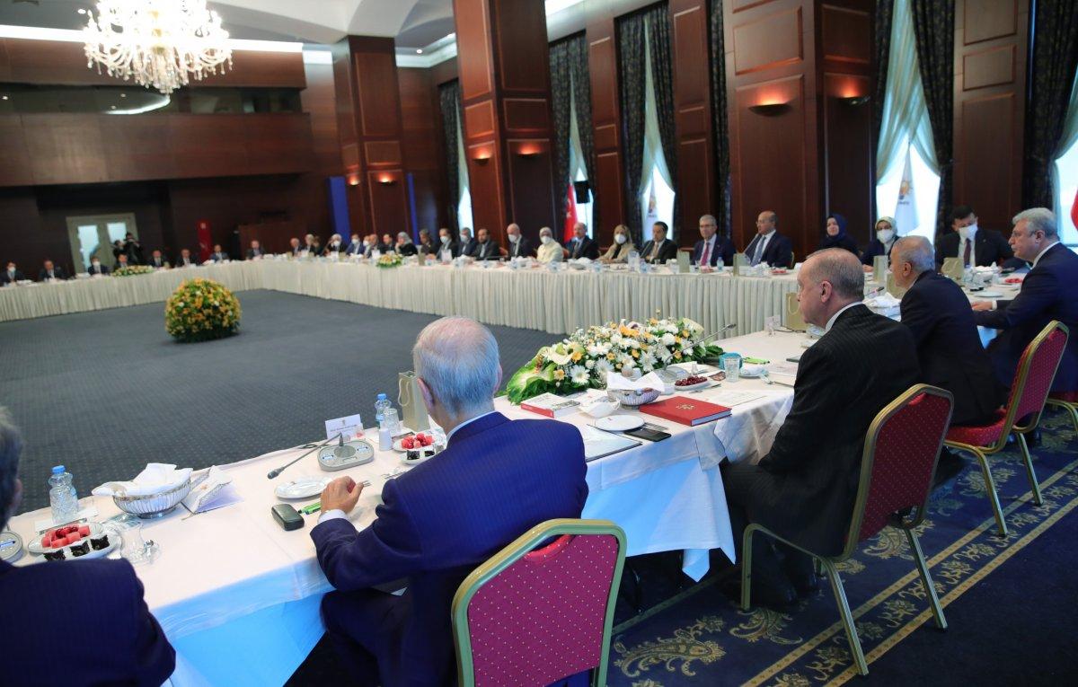 Cumhurbaşkanı Erdoğan dan milletvekillerine sahada olun talimatı #2