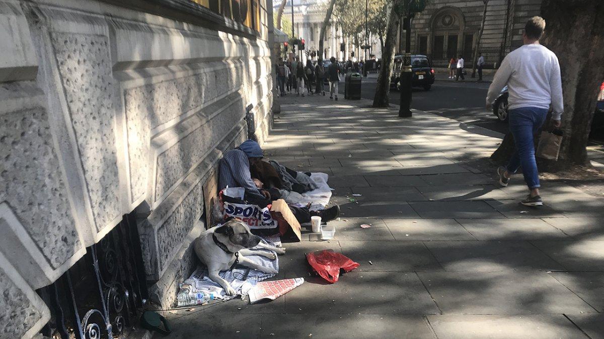 İngiltere de evsizlerin sayısı günden güne yükseliyor #3