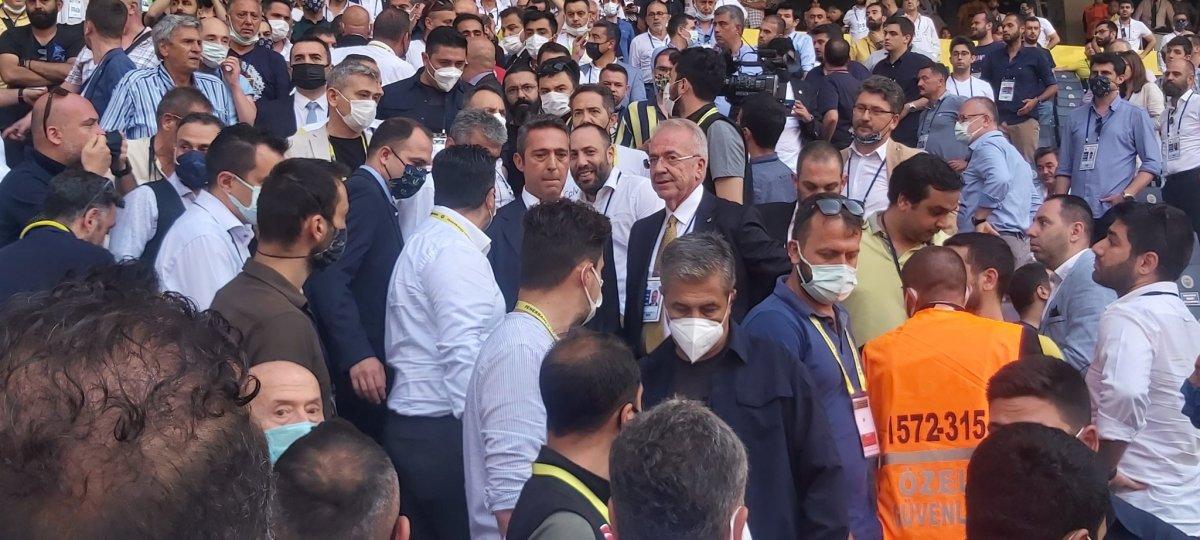 Fenerbahçe de aidat ücretleri kavga çıkardı  #3
