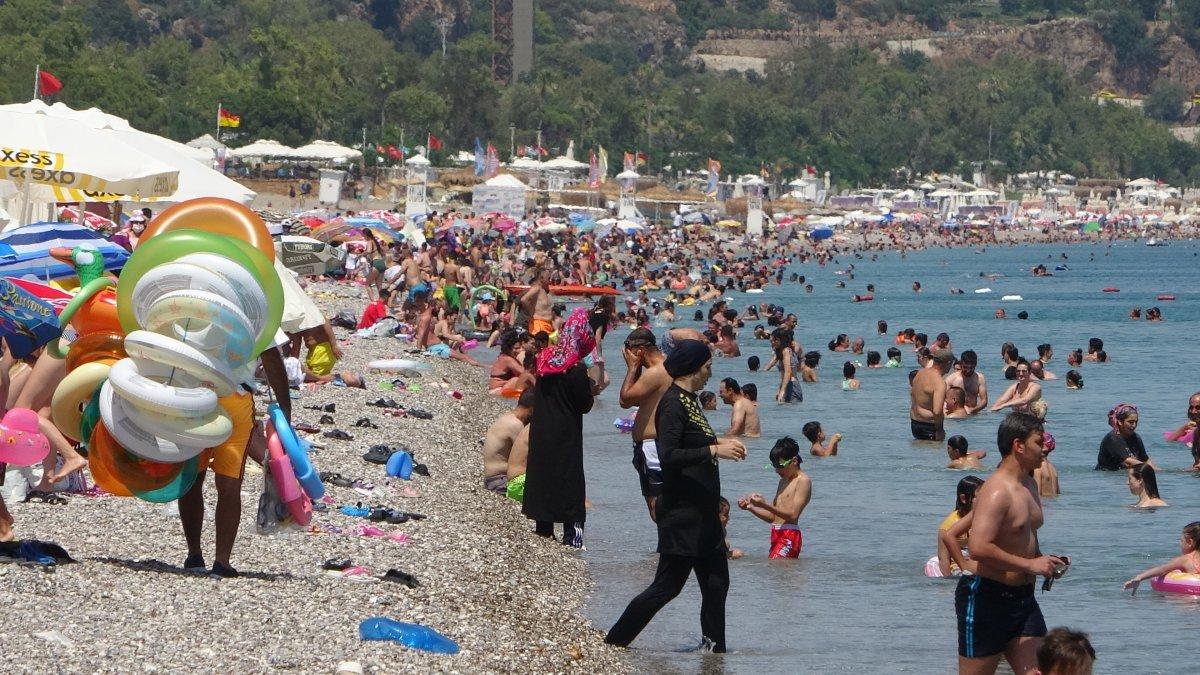 Antalya sahillerinde sınav sonu yoğunluğu #4