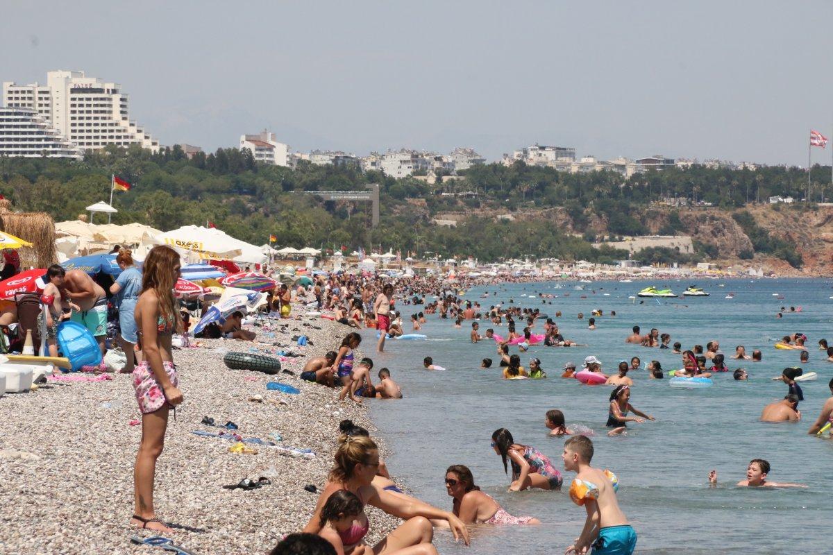 Antalya sahillerinde sınav sonu yoğunluğu #1