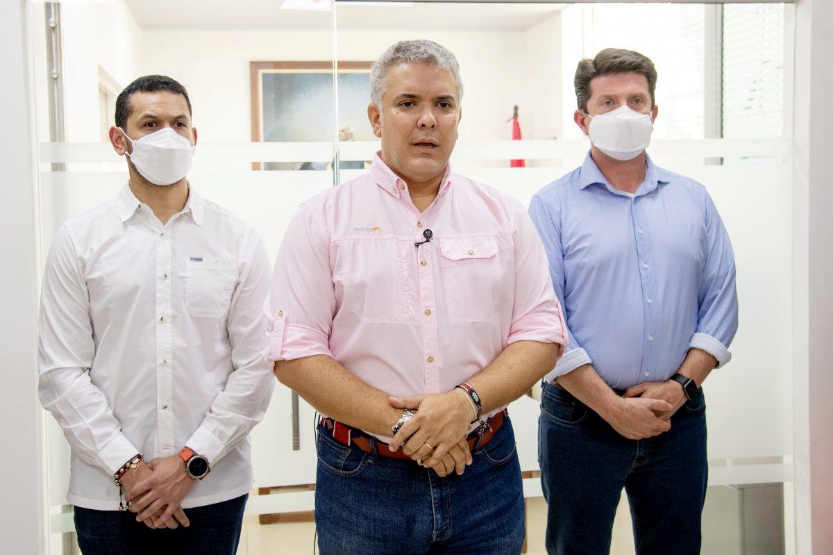 Kolombiya Devlet Başkanı Ivan Duque nin bulunduğu helikoptere silahlı saldırı #4