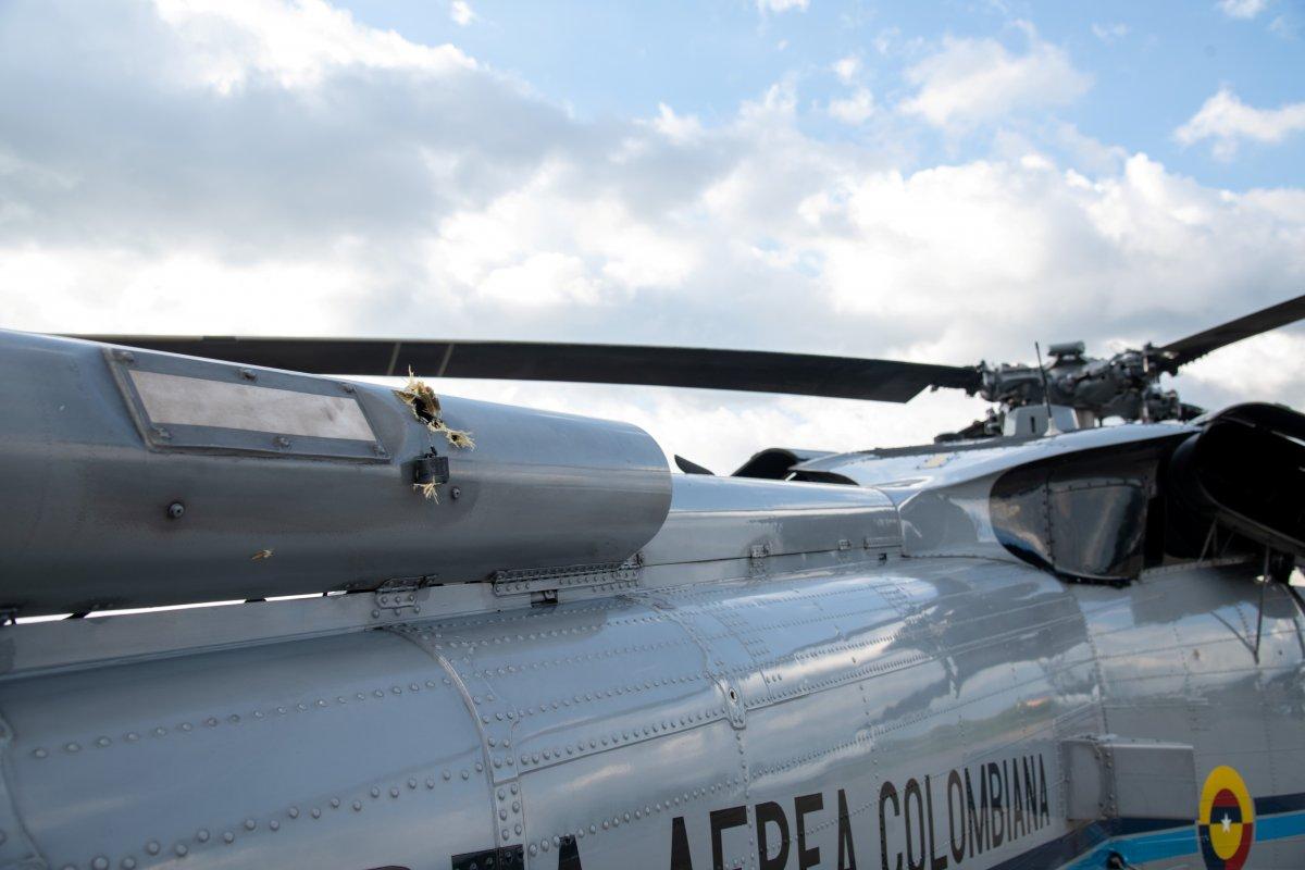 Kolombiya Devlet Başkanı Ivan Duque nin bulunduğu helikoptere silahlı saldırı #3