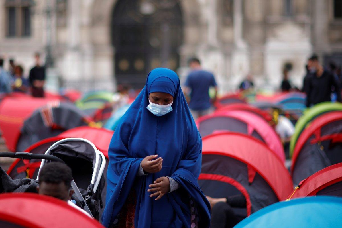 Fransa da göçmenler çadır kurdu #12