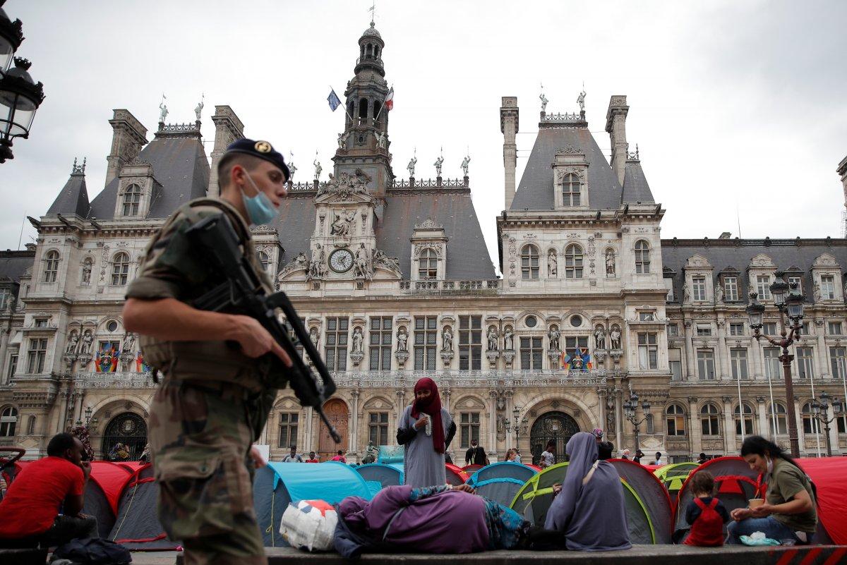 Fransa da göçmenler çadır kurdu #11