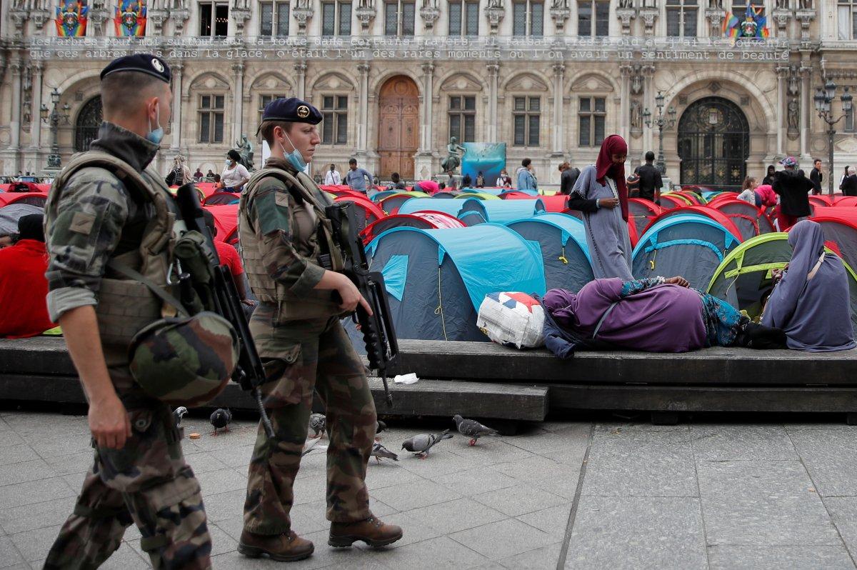 Fransa da göçmenler çadır kurdu #8