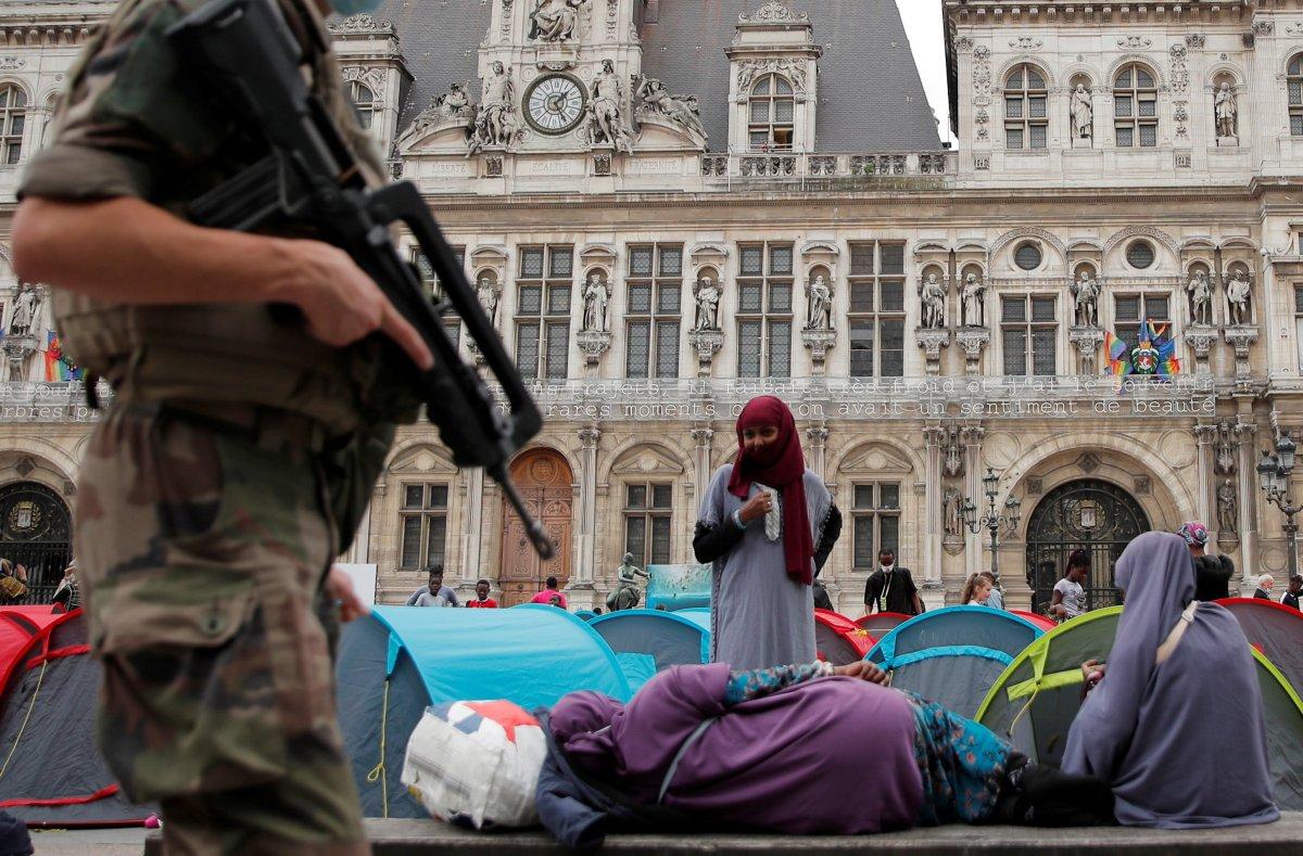 Fransa da göçmenler çadır kurdu #4