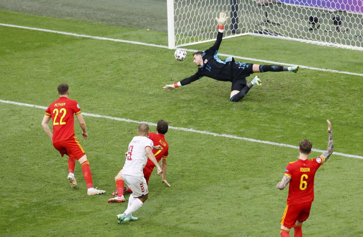 Danimarka, Galler i yenip, çeyrek finale çıktı #1