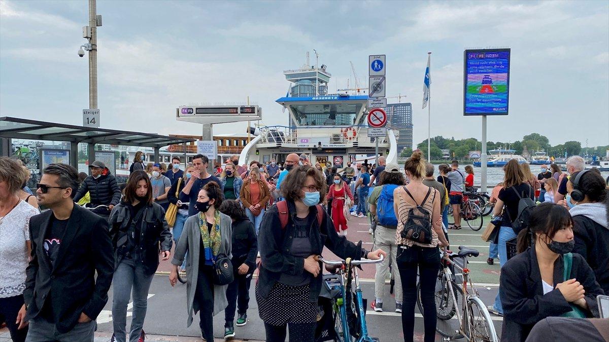 Hollanda da kapalı alanlarda maske zorunluluğu kalktı #7