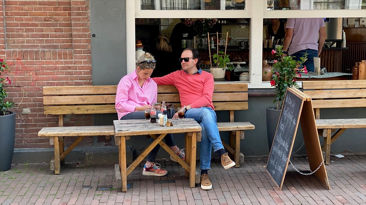 Hollanda da kapalı alanlarda maske zorunluluğu kalktı #5