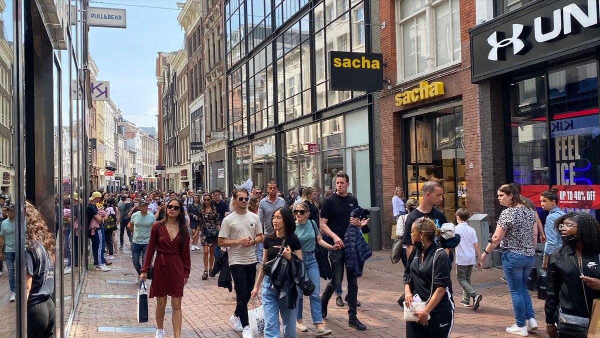 Hollanda da kapalı alanlarda maske zorunluluğu kalktı #4