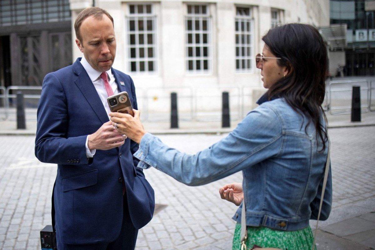 İngiltere Sağlık Bakanı Hancock istifa etti #1