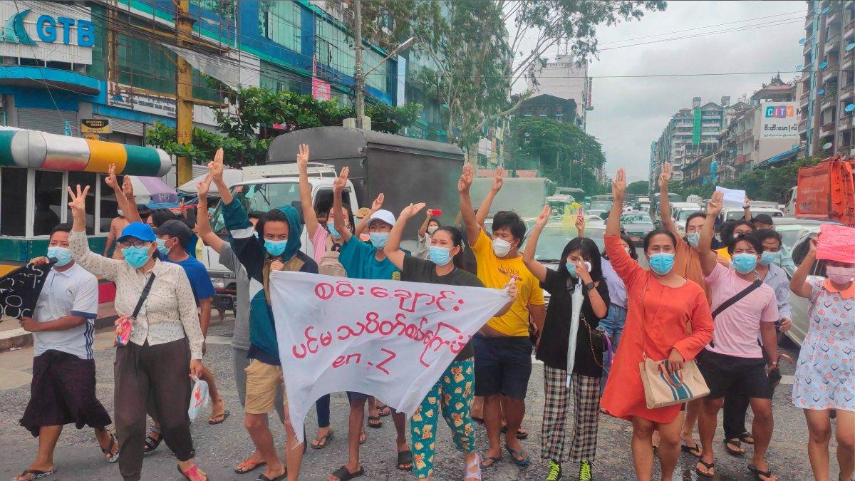 Myanmar da darbeci ordu, protestolara katılan çocukları da öldürdü #2