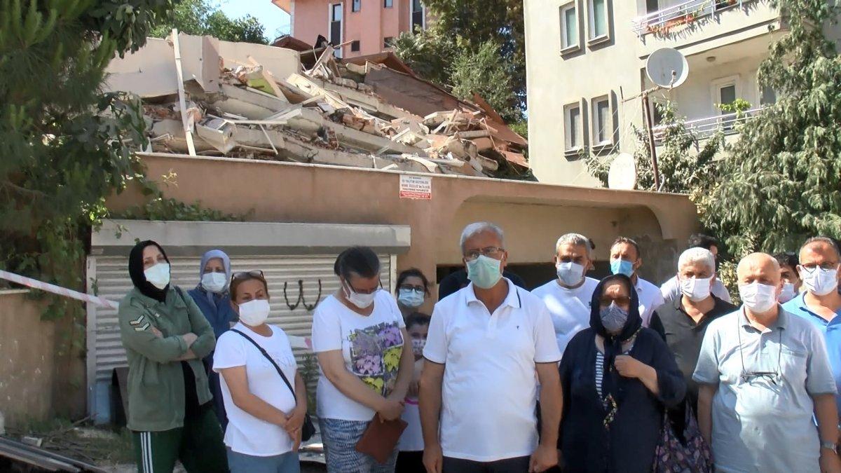Sarıyer'de yıkılan binanın sakinleri bir araya geldi #4
