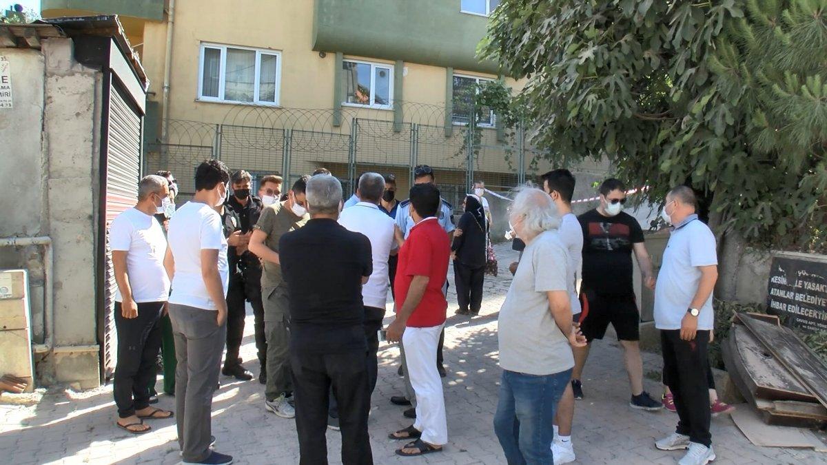 Sarıyer'de yıkılan binanın sakinleri bir araya geldi #2