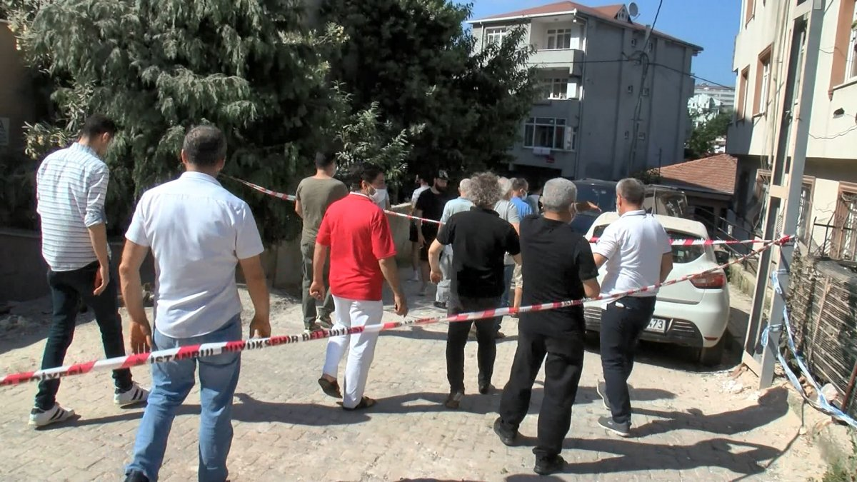 Sarıyer'de yıkılan binanın sakinleri bir araya geldi #3