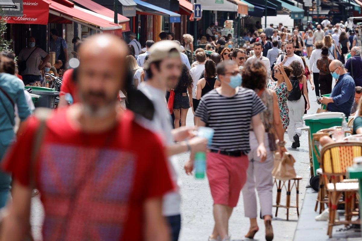 Fransa da günlük vaka sayısı yeniden 2 binin üzerinde #1