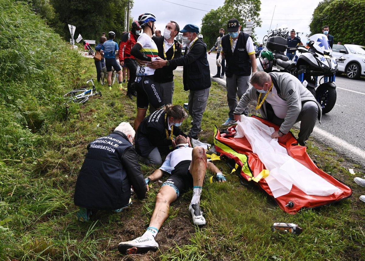 Fransa Bisiklet Turu'nda kazaya neden olan seyirci aranıyor #3