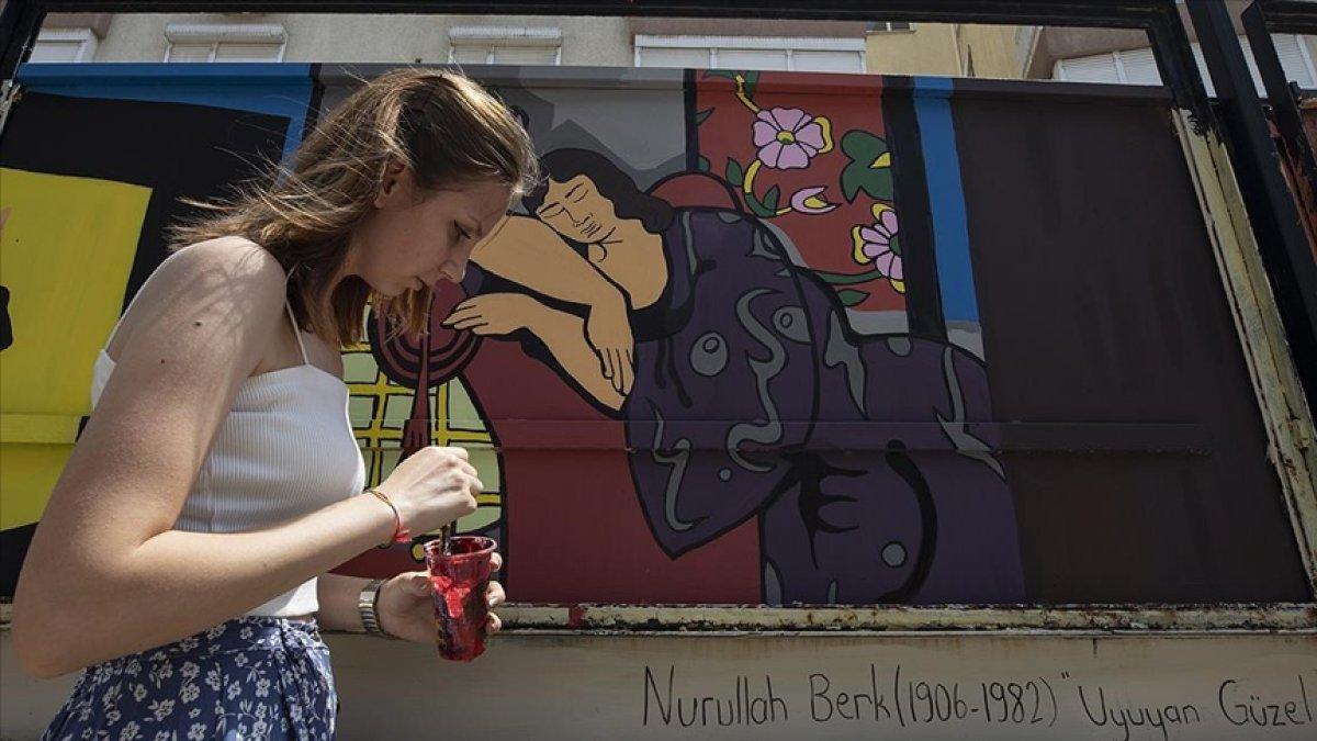 İzmir de üniversiteliler ortaokul bahçesini ünlü ressamların eserleriyle renklendirdi #1