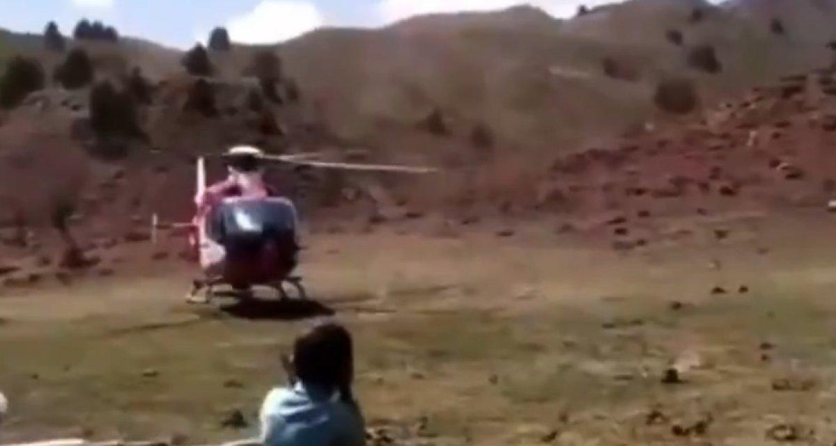 Bingöl'de hastalanan adam, ambulans helikopterine eşek sırtında taşındı #1