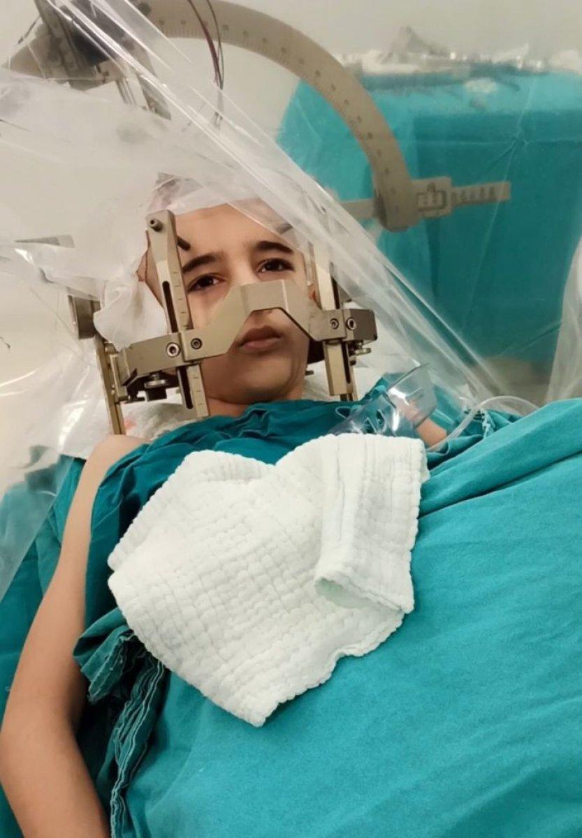 Elazığ da çocuk hastaya uyanıkken beyin pili takıldı #1