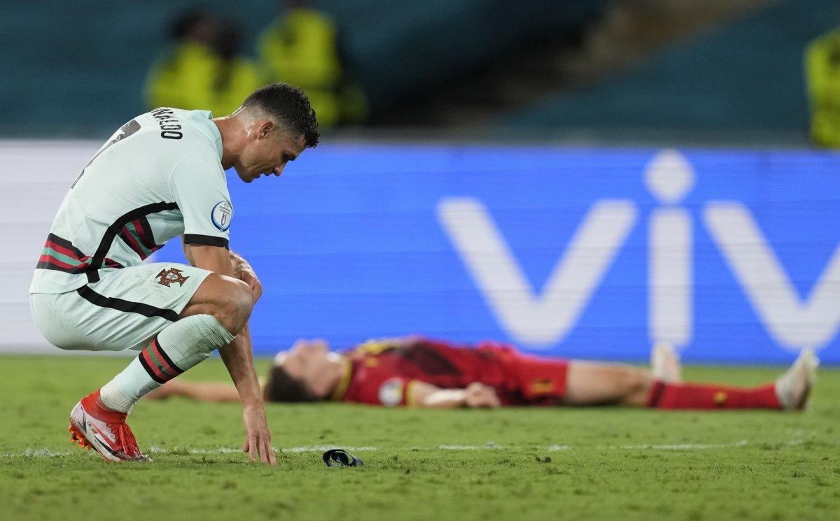 Cristiano Ronaldo son düdükle birlikte yıkıldı #8