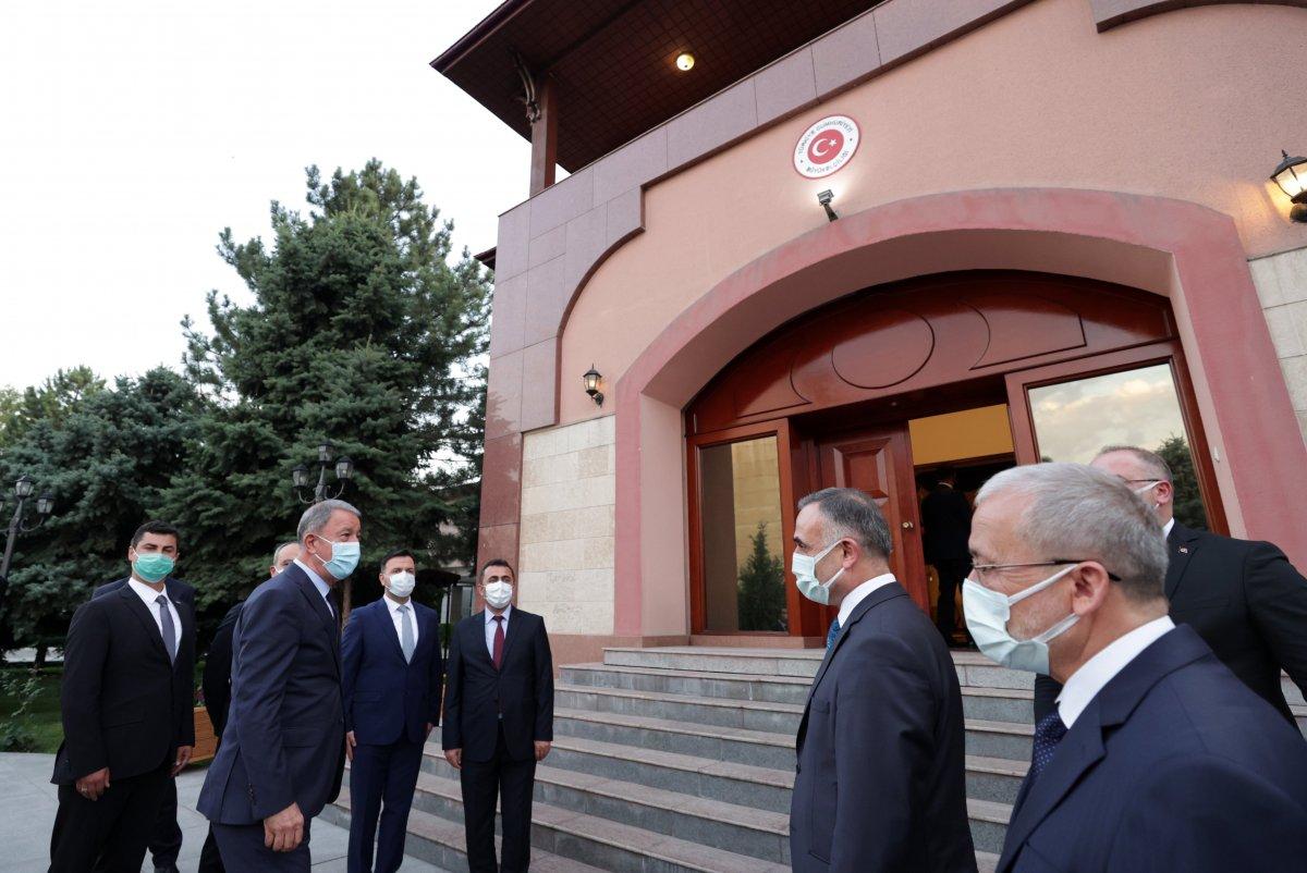 Hulusi Akar, Türkiye'nin Bişkek Büyükelçiliğini ziyaret etti #2
