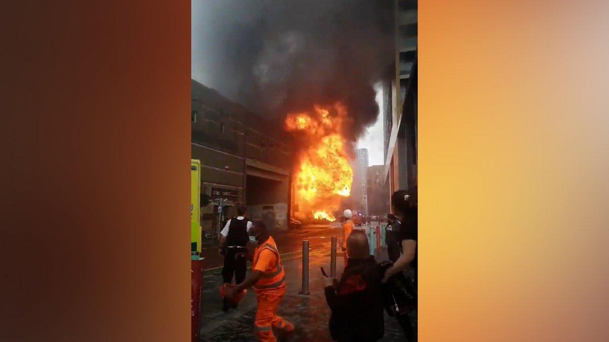 İngiltere de metro istasyonunda yangın #4