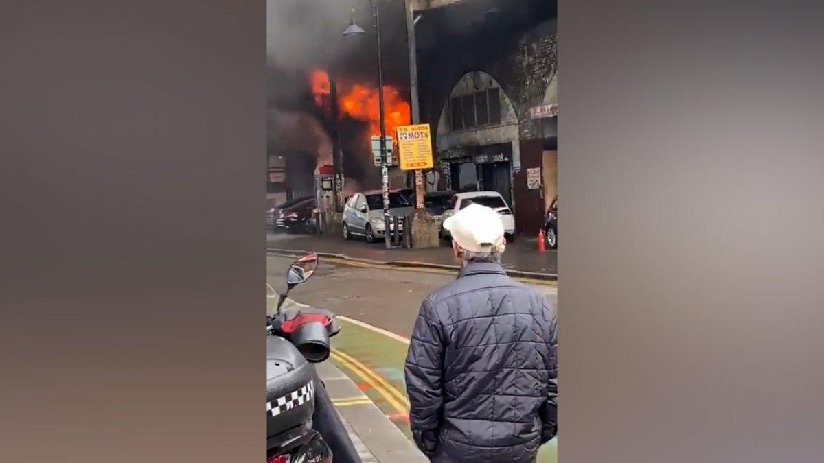 İngiltere de metro istasyonunda yangın #2