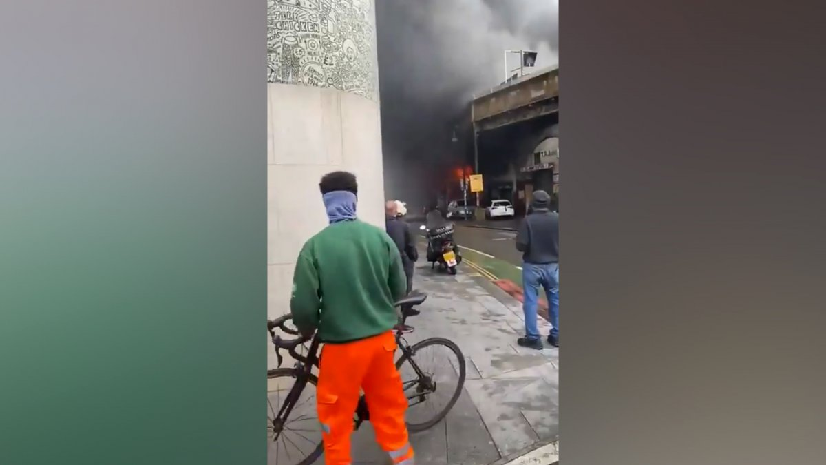İngiltere de metro istasyonunda yangın #1