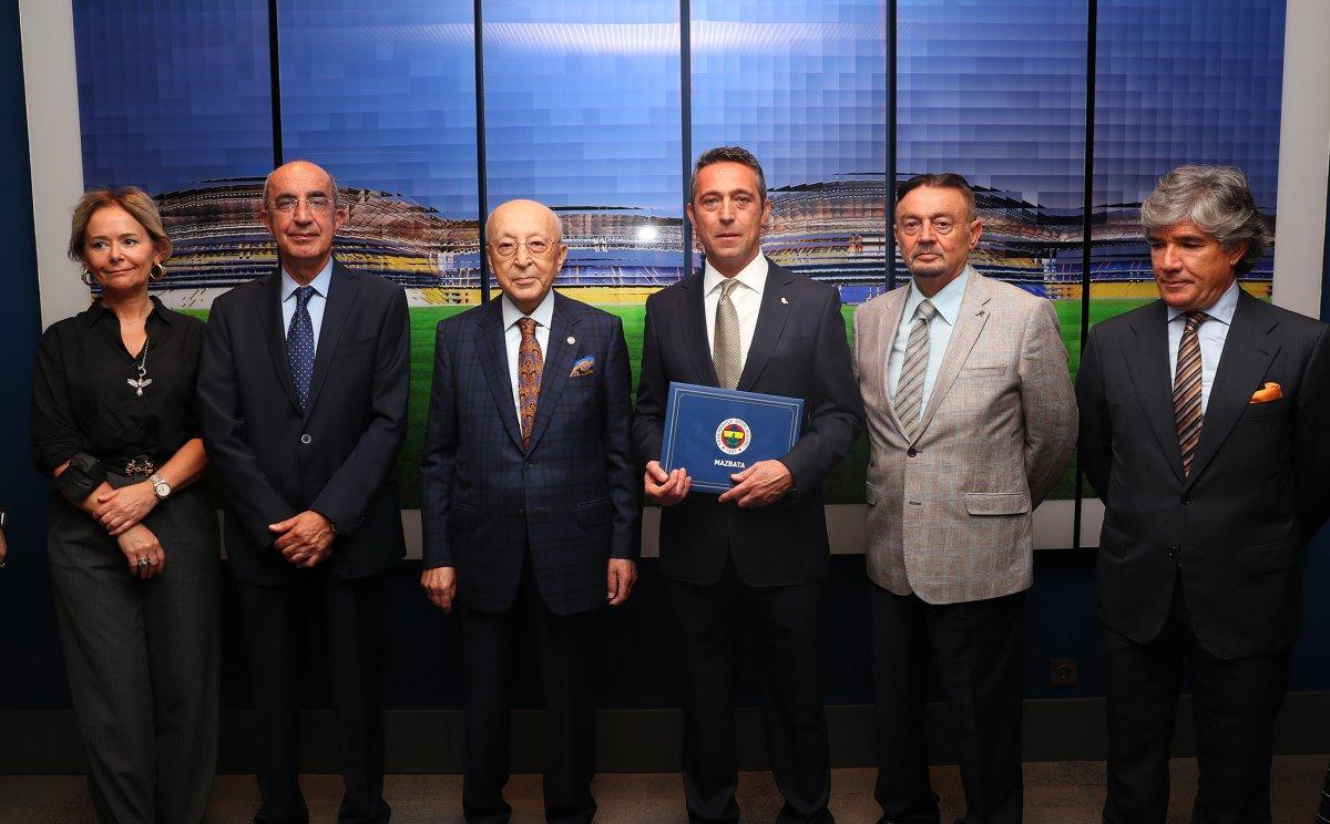 Fenerbahçe de Ali Koç, mazbatayı aldı #1
