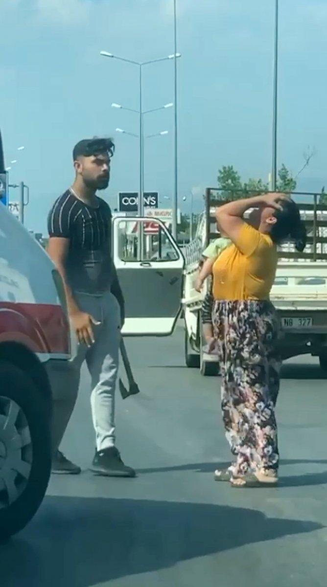 Antalya da trafikte baltalı döner bıçaklı tartışma #2