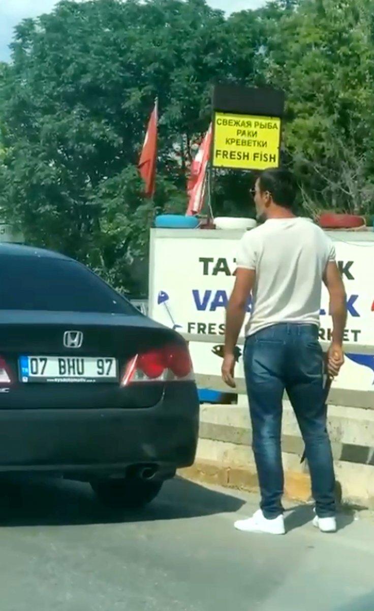 Antalya da trafikte baltalı döner bıçaklı tartışma #3