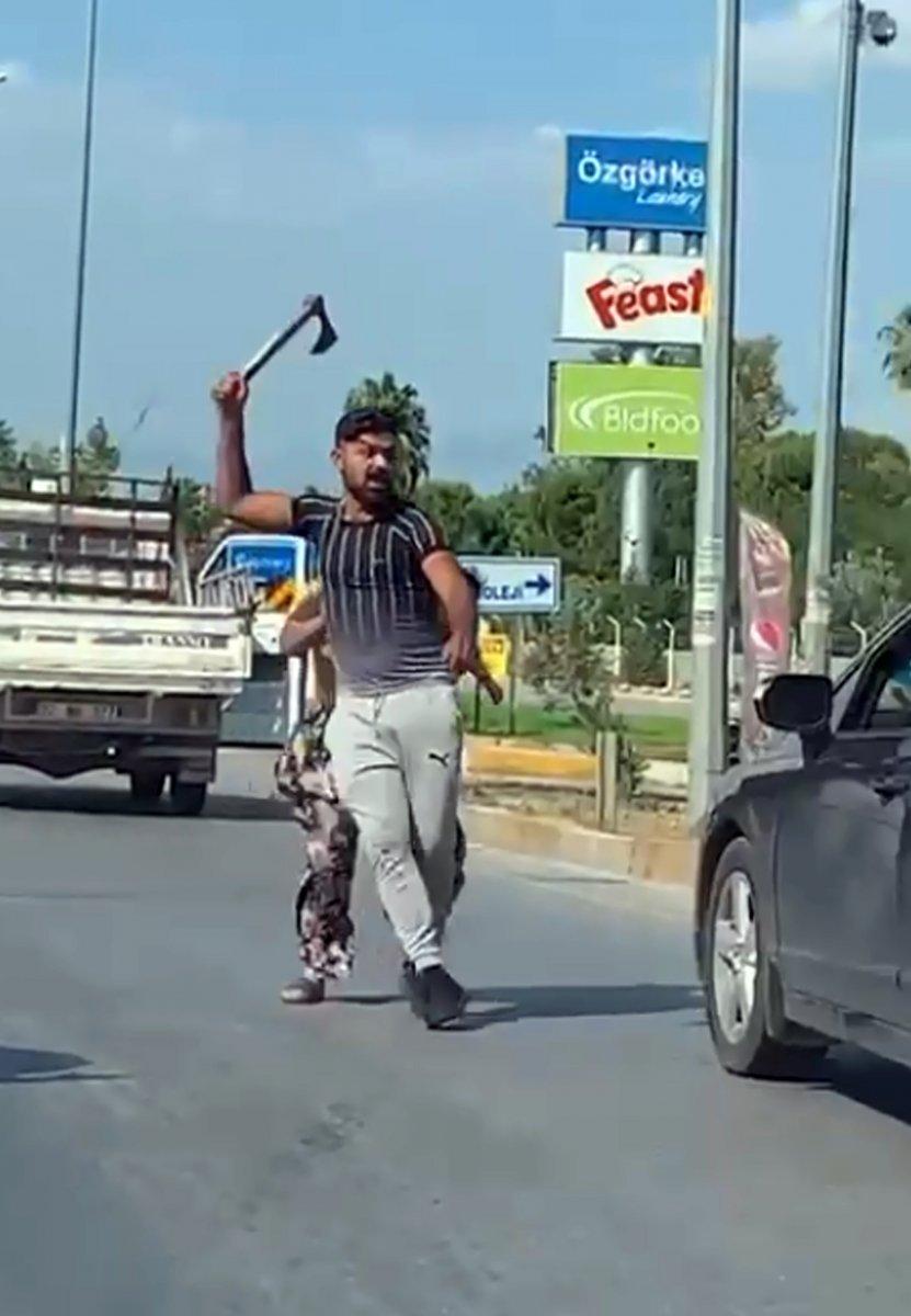 Antalya da trafikte baltalı döner bıçaklı tartışma #1
