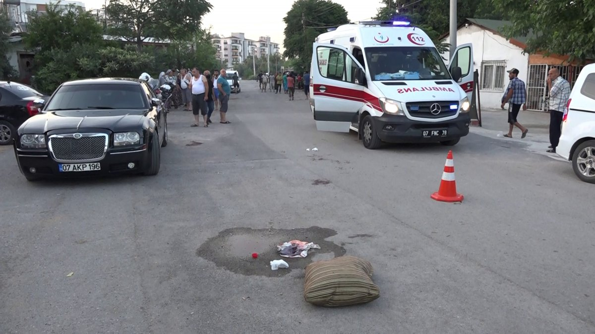 Antalya da arkadaşını kalbine makas saplayıp öldürdü #1