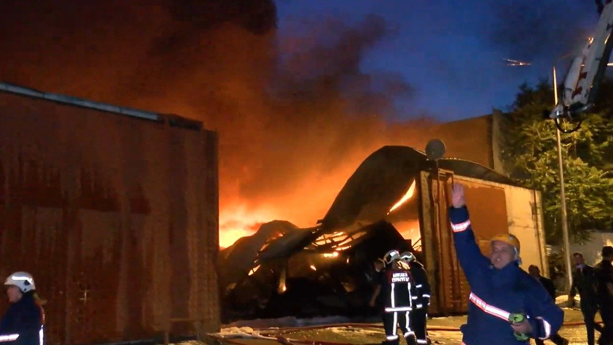 Ankara da atık dönüşüm tesisinde yangın #5