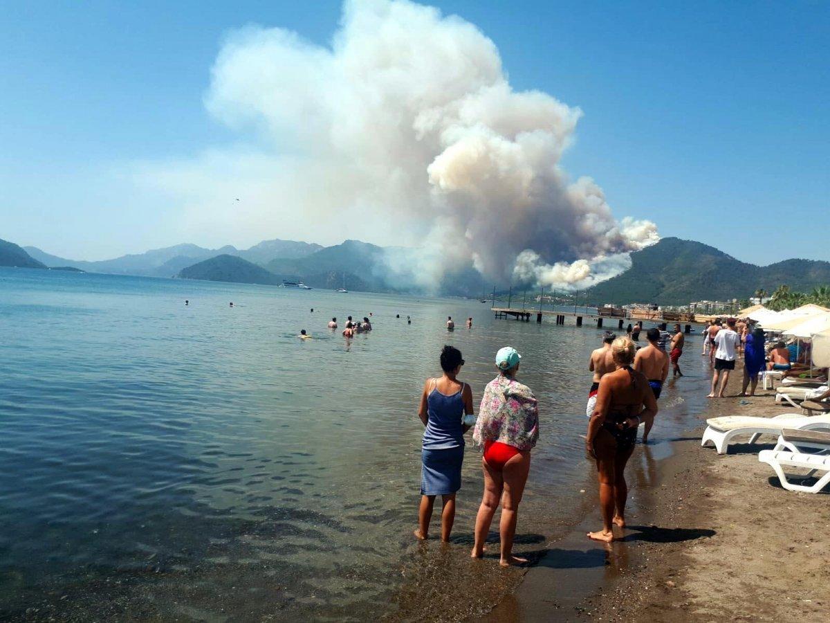 Marmaris teki orman yangınını İHA tespit etti #11