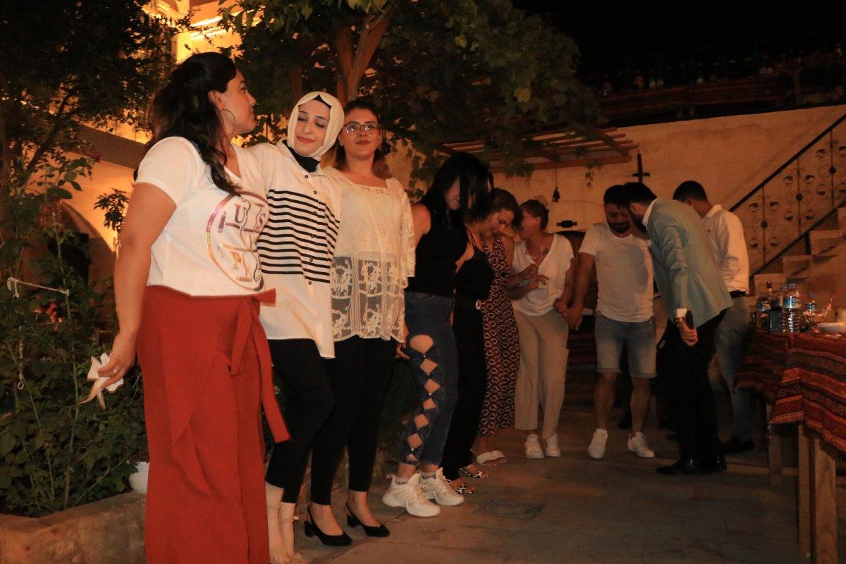 Şanlıurfa ya gelen turistler, sıra gecelerinde eğleniyor #3