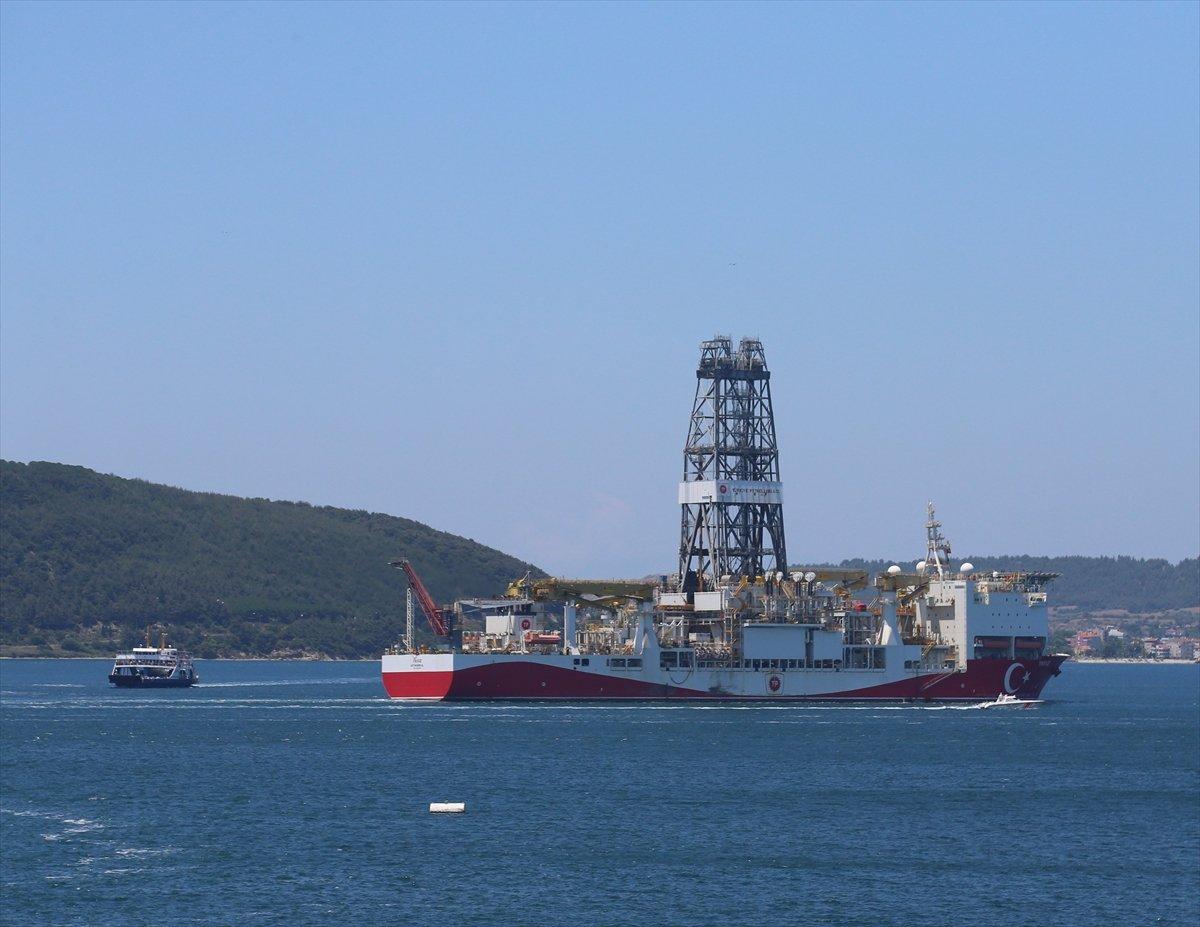 'Yavuz' sondaj gemisi Çanakkale Boğazı ndan geçti #1