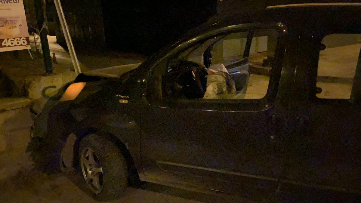 Bursa da polisin dur ihtarına uymadı, mezarlık duvarına çarptı #6