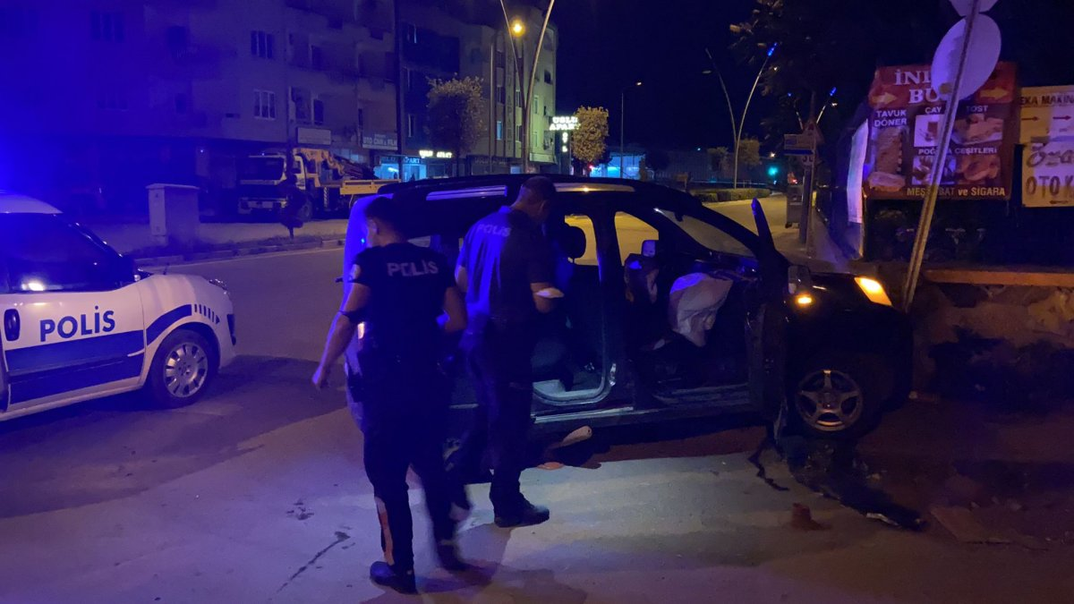 Bursa da polisin dur ihtarına uymadı, mezarlık duvarına çarptı #2
