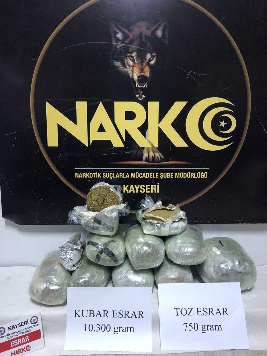 Kayseri'de kargo aracına uyuşturucu operasyonu #1