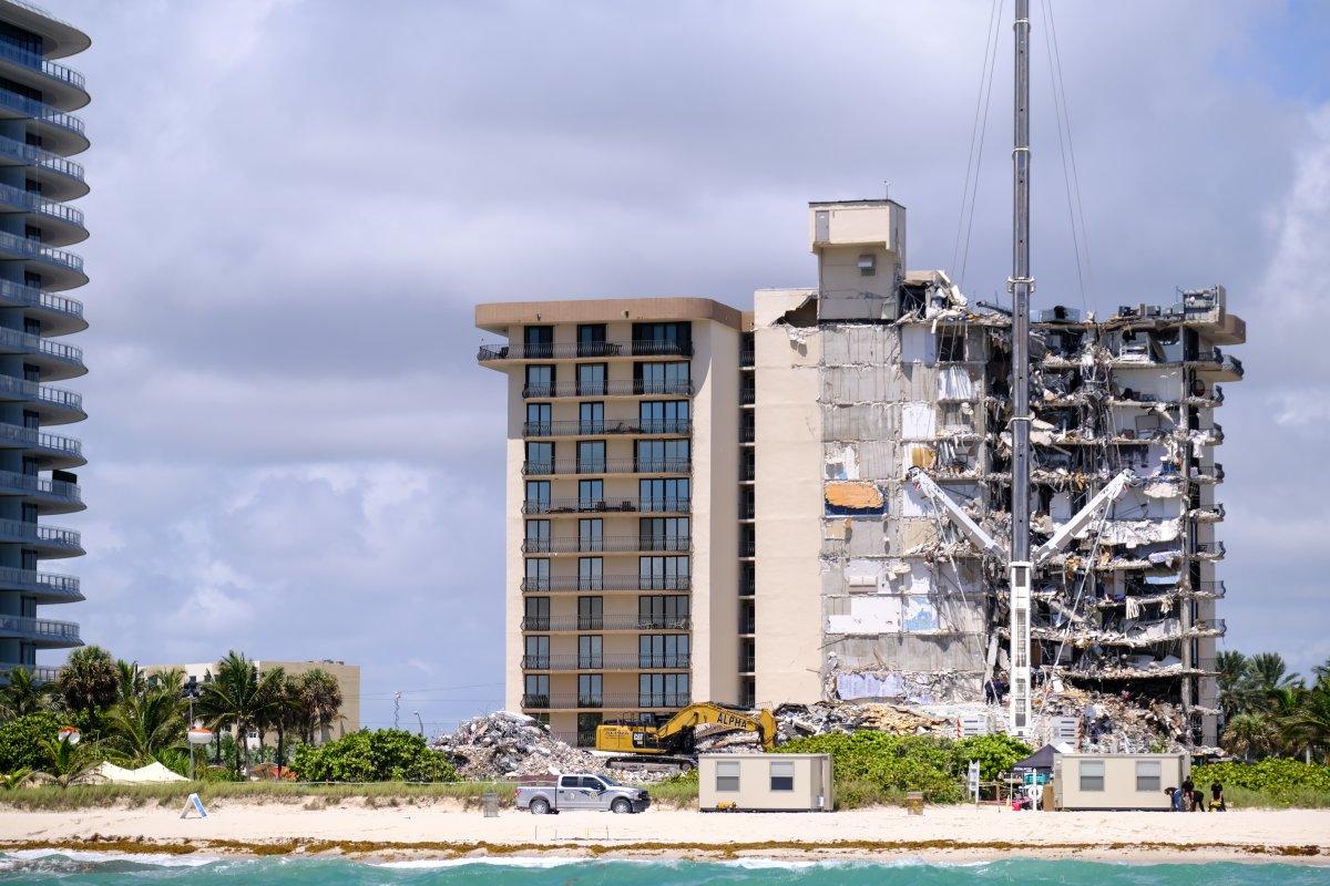 Miami de çöken 13 katlı binada ölenlerin sayısı artıyor #2