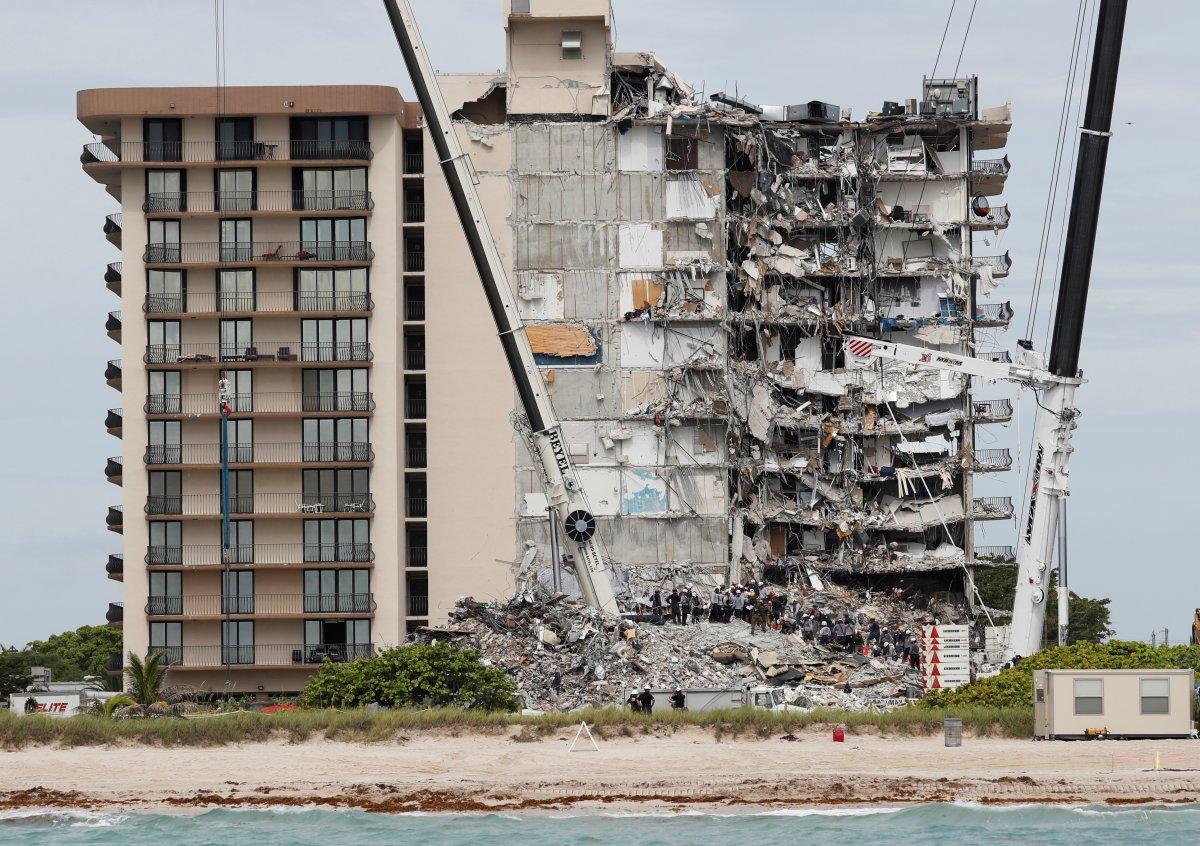 Miami de çöken 13 katlı binada ölenlerin sayısı artıyor #4