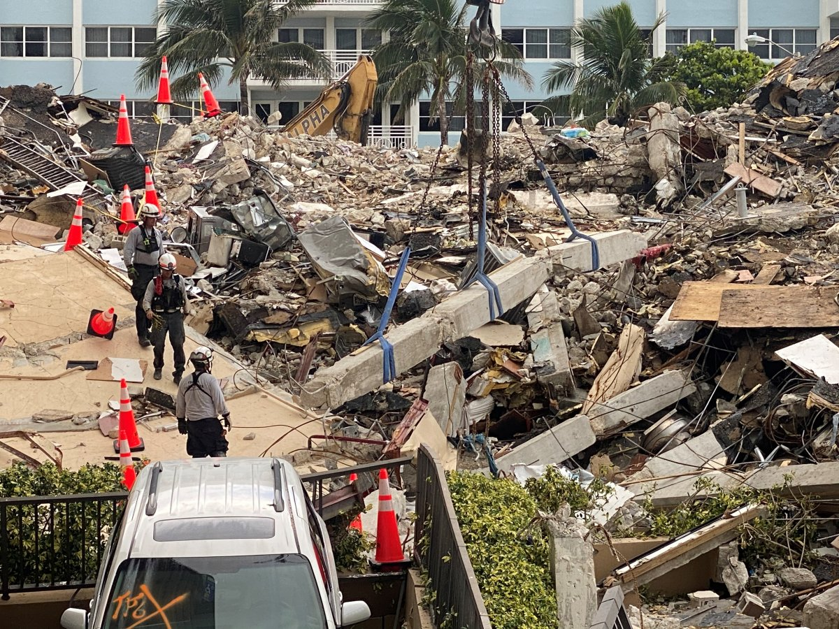 Miami de çöken 13 katlı binada ölenlerin sayısı artıyor #9