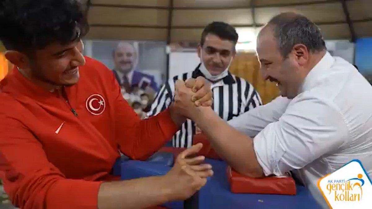 Mustafa Varank, milli sporcuyla bilek güreşi için buluştu #3